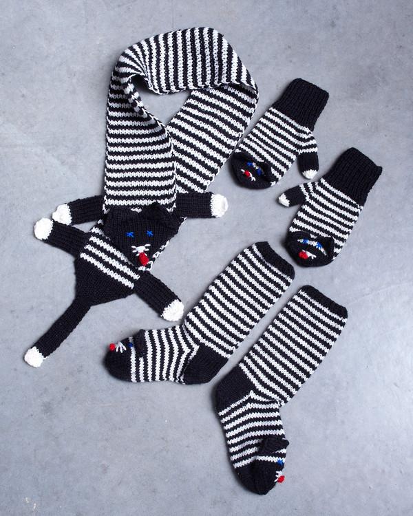 Set halsduk, vantar och sockor