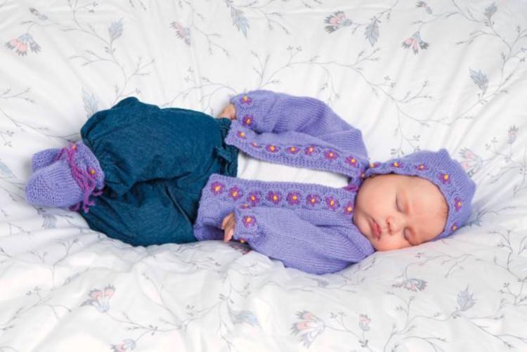 Babyset kofta, mössa och sockor