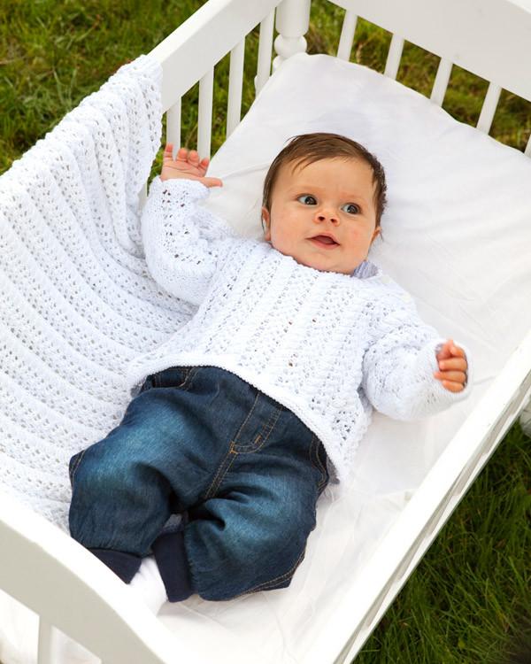 Spetsstickad babytröja, mössa och filt