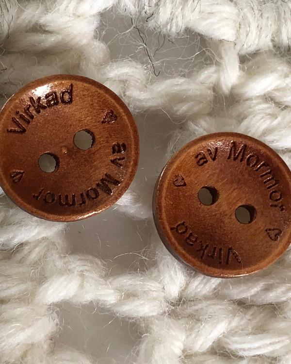 Träknapp Virkad av Mormor 15 mm mörkbrun