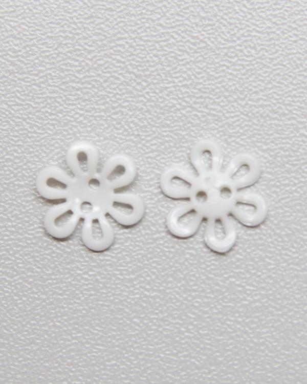 Knapp vit blom 12 mm