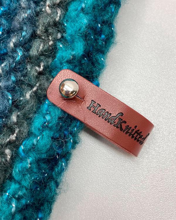 Lädermärke Hand Knitted