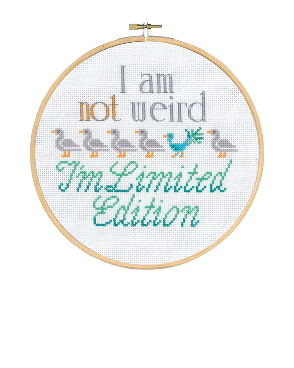 Broderikit Tavla I am not weird
