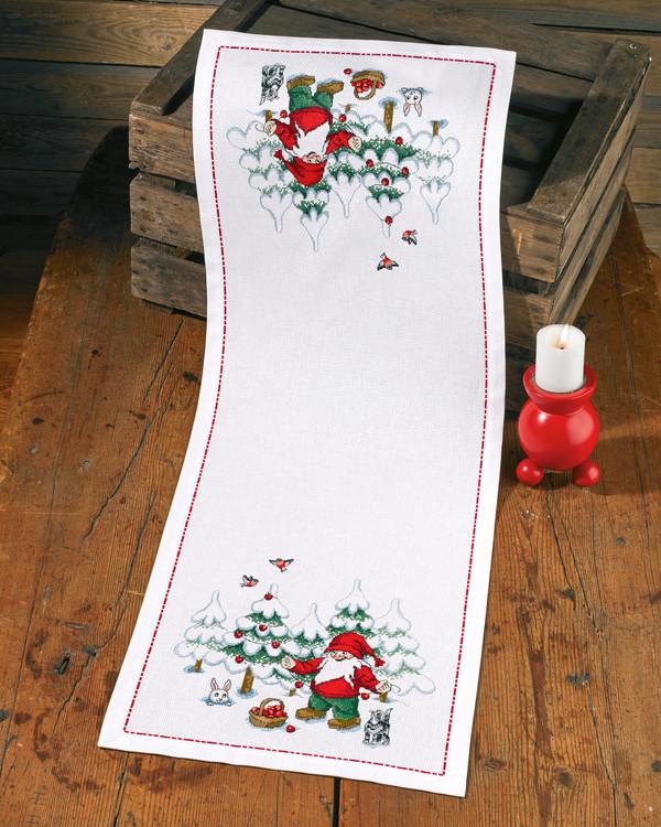 Kirjontapakkaus Kaitaliina Joulupukki koristelee