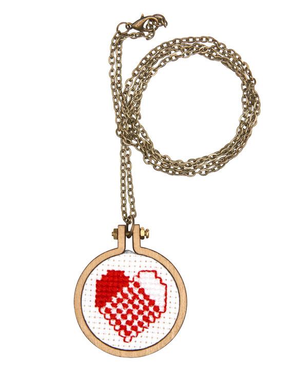 Broderikit Hjärta/Nisse till halsband 2-pack
