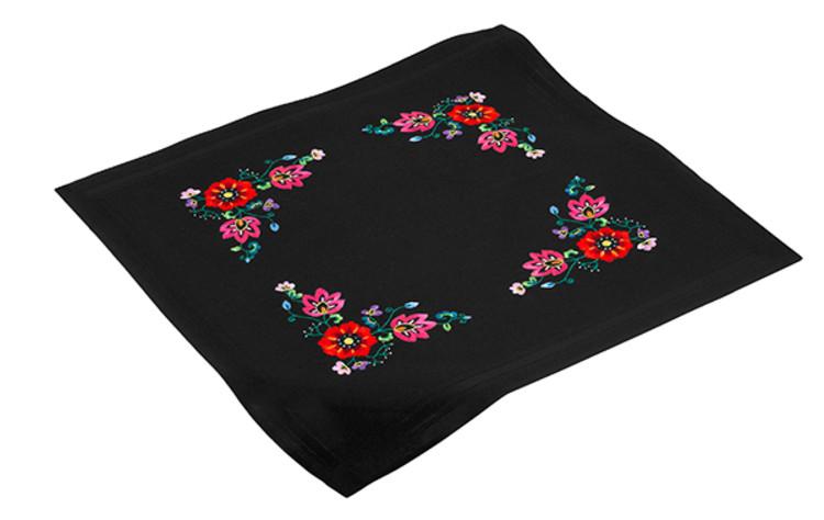 Duk Blomster på svart med eller uten garn