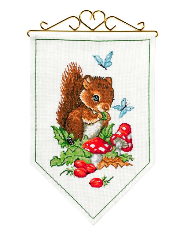 Vægbillede Egern leder efter nødder
